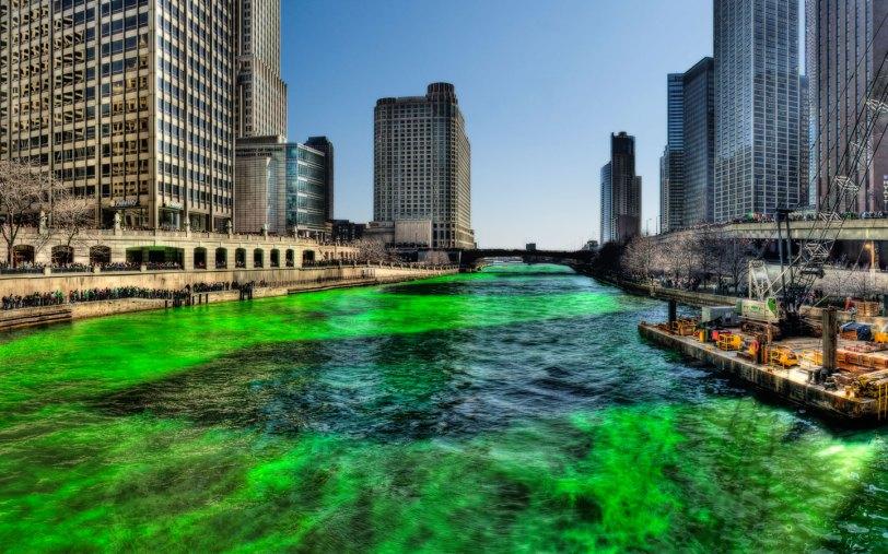 Green_Chicago_River_on_Saint_Patricks_Day_1440-900